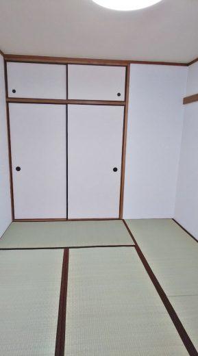 和室6帖、押入れ付き、南側は窓もあります(居間)