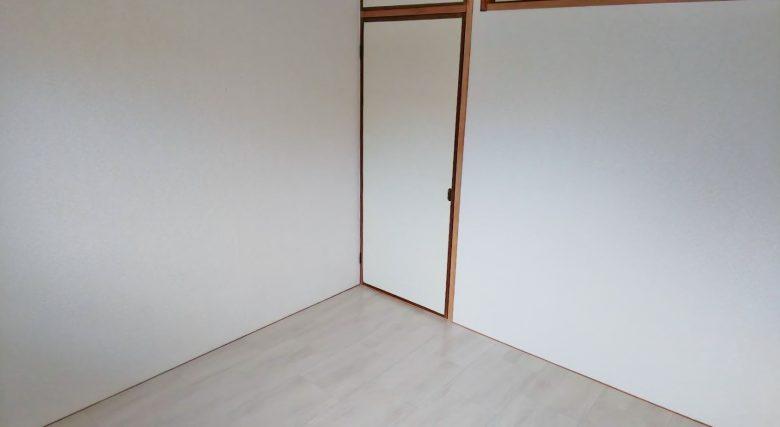 北側洋室、物入れが付いております(内装)